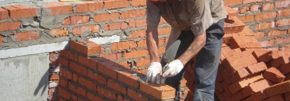Как построить дом из кирпича?