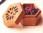 Коробочка-шкатулка из дерева для украшений с ажурной крышкой