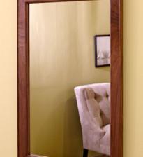 Простое настенное зеркало