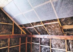 Как утеплить чердак в дачном домике?