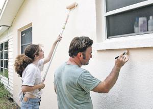 Чем покрасить забор, дом, беседку на даче?