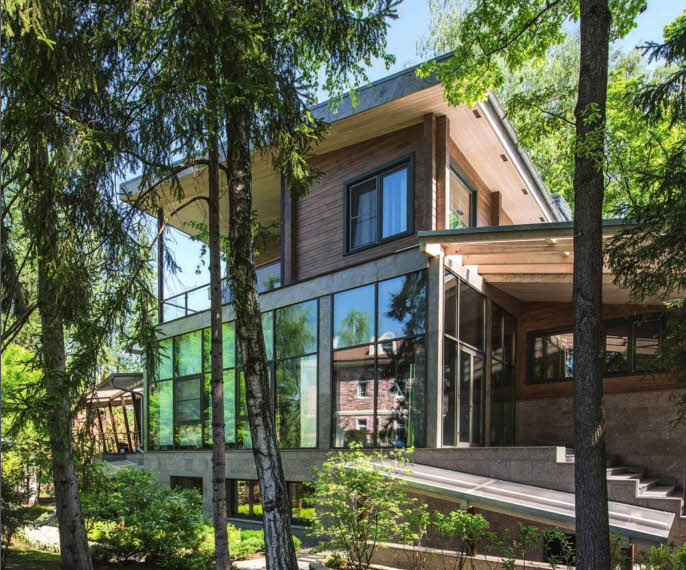Проект современного трехэтажного деревянного дома в стиле хай-тек
