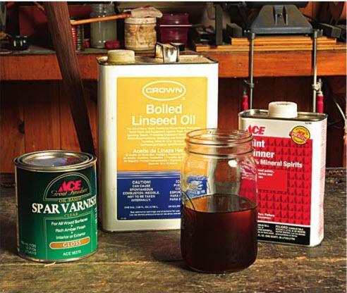 Смешайте равные количества масляного лака, льняной олифы и уайт-спирита в емкости с плотной крышкой.