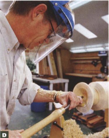 Выбирая материал изнутри, Мэйси ориентируется на внешние контуры чаши. Подручник установлен рядом с ободком, на 40 мм ниже оси точения.
