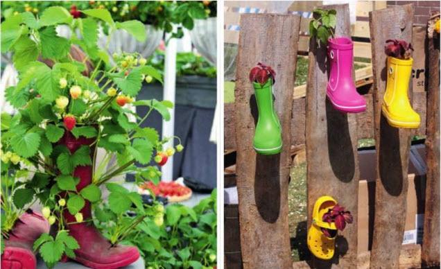 декор обувь в саду на заборе