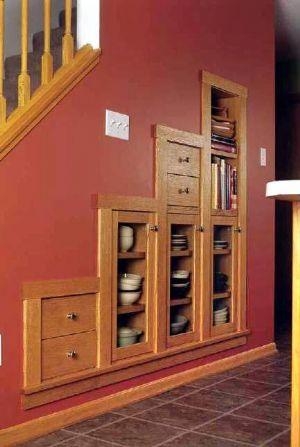 встроенная мебель под сходами