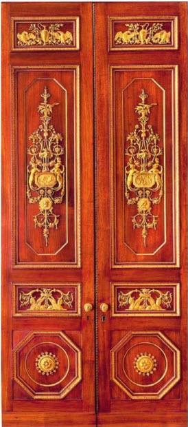 Кабинет для хранения монет  (183x61x37 см). Кристиан Мейер и Генрих Гамбс, начало XIX в., дверцы работы Давида Рентгена около 1786-87 гг. Фанеровка из махагони и дуба, золоченая бронза и латунь. Государственный Эрмитаж, Санкт-Петербург.