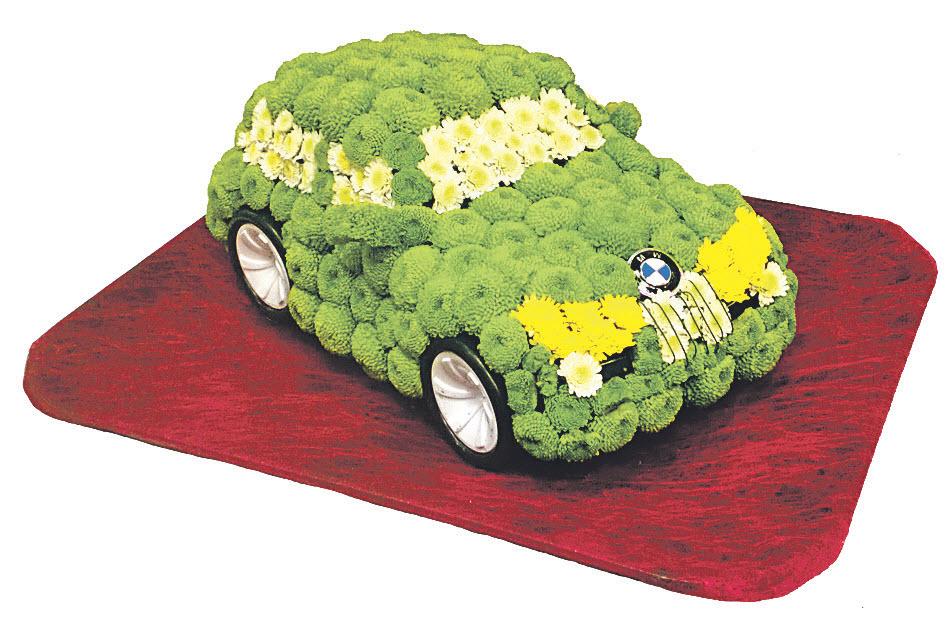 машина из цветов